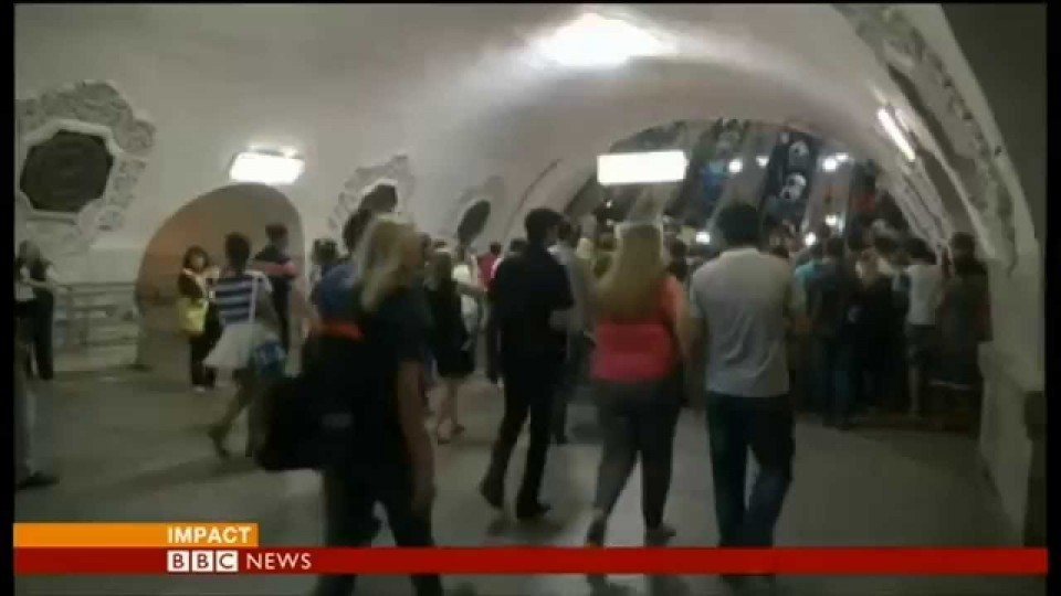 """19 dead"" in Moscow metro crash – BBC News"
