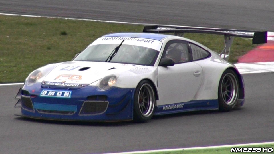 Amazing Sounding Porsche 911 GT3 R on Track!