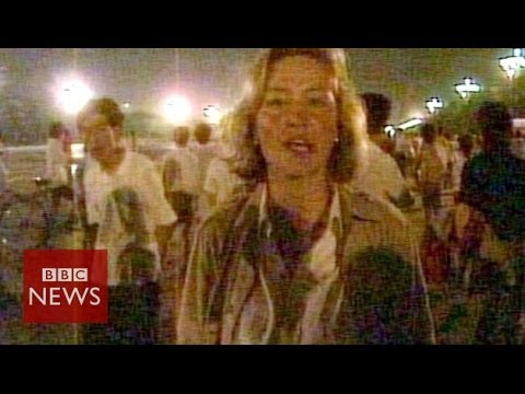 Archive: Chinese troops fire on protesters in Tiananmen Square – BBC News