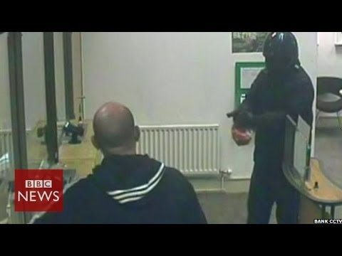 Bank robbery foiled by a window cleaner – BBC News