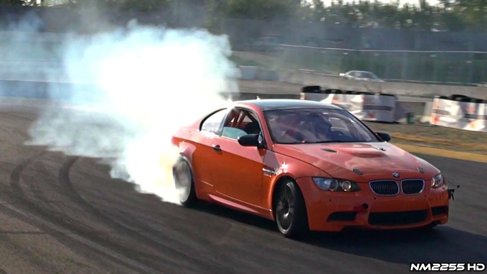 BMW M3 E92 Burns Up Some Rubber