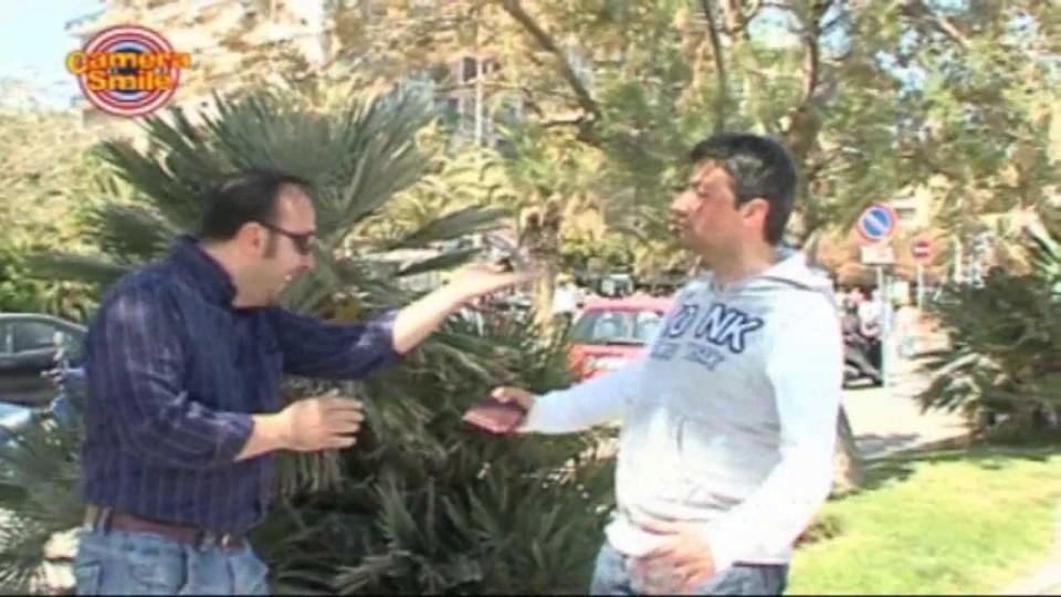 Candid Camera – Scherzi bastardi per strada: ipnosi istantanea