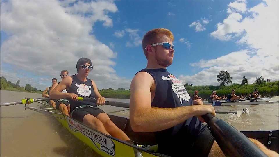 Crew teams vs. tidal bore – Red Bull Outrow 2014