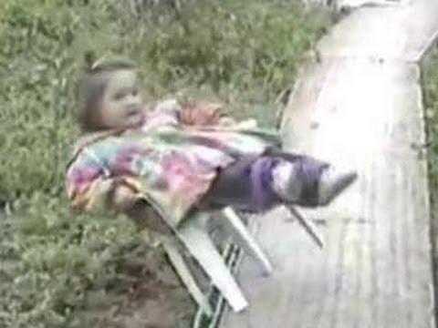 Funny Babies – Funny Girl's Humpty Dumpty Fall