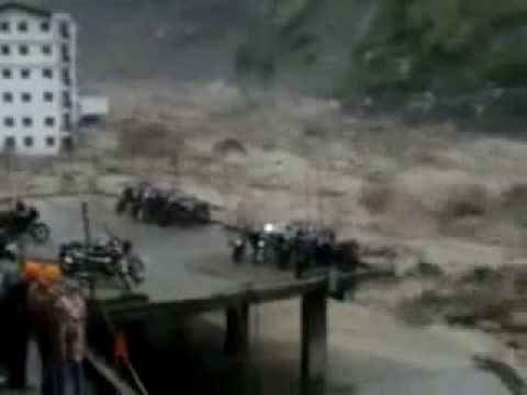 Indian flash floods affect thousands in Uttarakhand state   Latest Video Clip June 2013