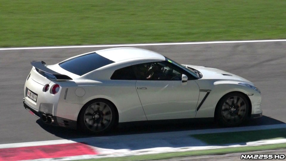 Nissan GT-R IN ACTION – Full Throttle Accelerations, Fly Bys and More!