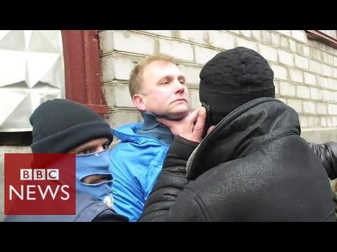Pro-Russian mob targets journalists in Ukraine – BBC News
