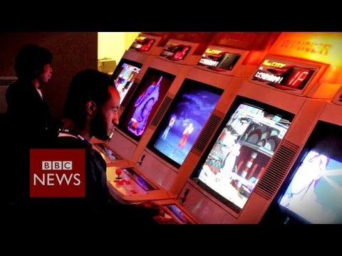 Video game arcade where Donkey Kong lives on – BBC News