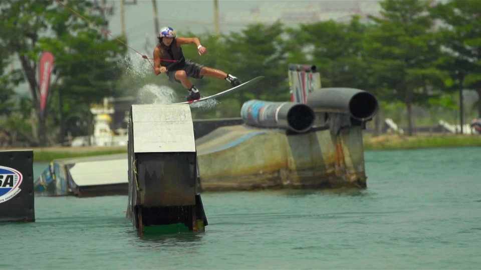 Big air wakeboarding with Yun Sang Hyun