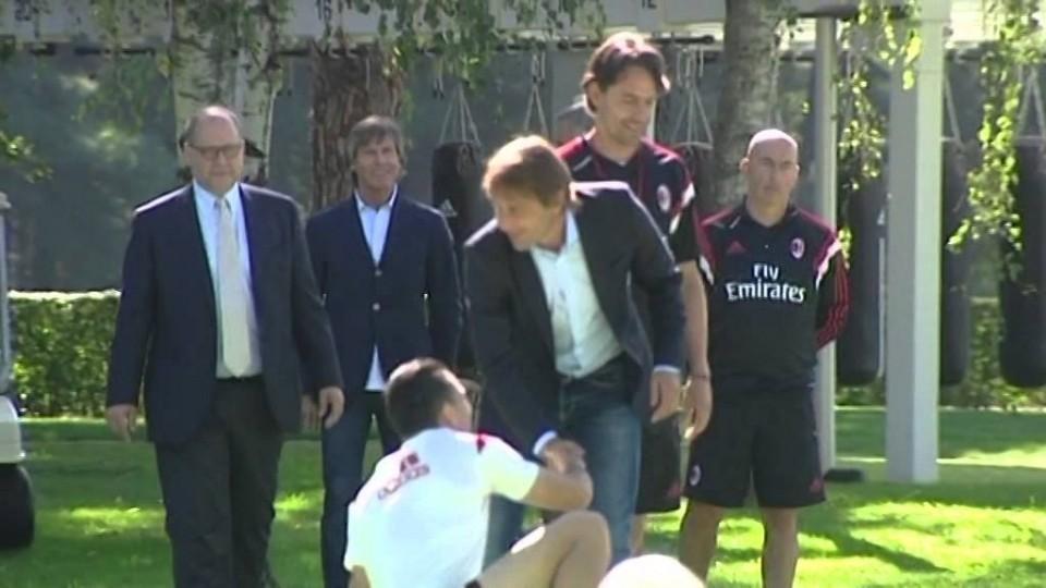 Il Ct Conte a Milanello dall'amico Inzaghi | AC Milan Official