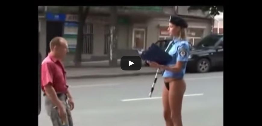 Polizziotta sexy. Le multe non sono state mai così piacevoli