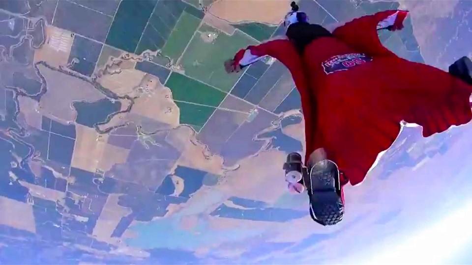 Wingsuit flyers develop first-ever 4 cross race