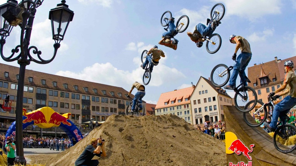 Big Air Slopestyle MTB in Slow Motion – Red Bull District Ride