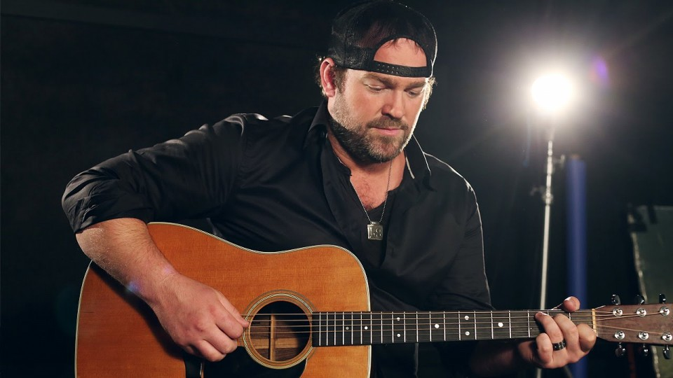 Country's Lee Brice Goes Acoustic on 'When the Whiskey Used to Burn' – PEOPLE