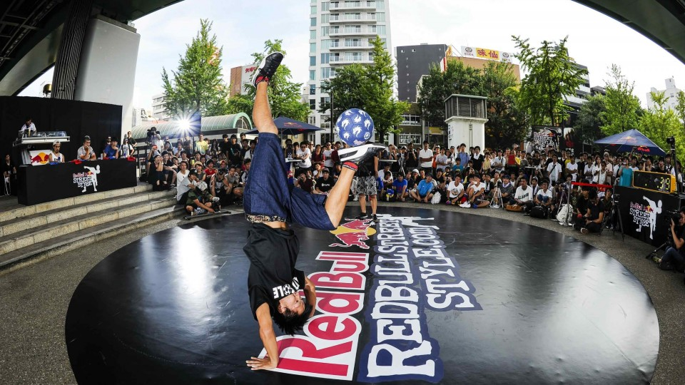 Freestyle Football Juggling in Japan – Red Bull Street Style
