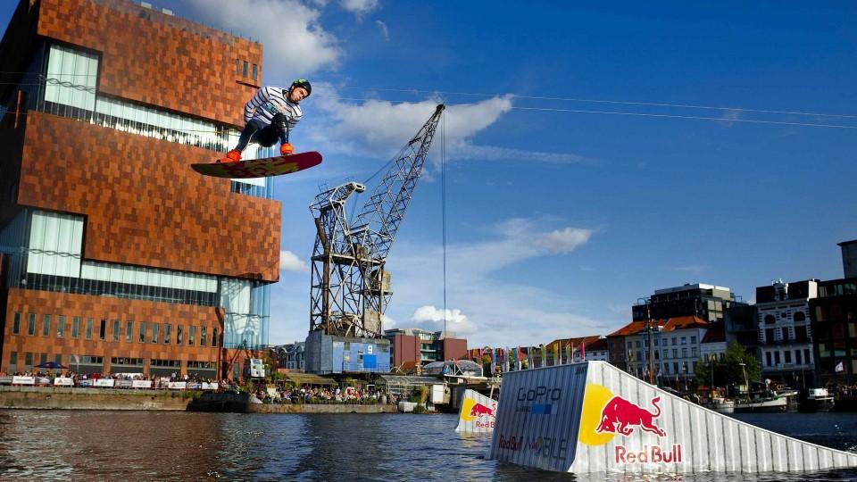 Urban Ocean Wakeboarding in Belgium – Red Bull Streamline 2014