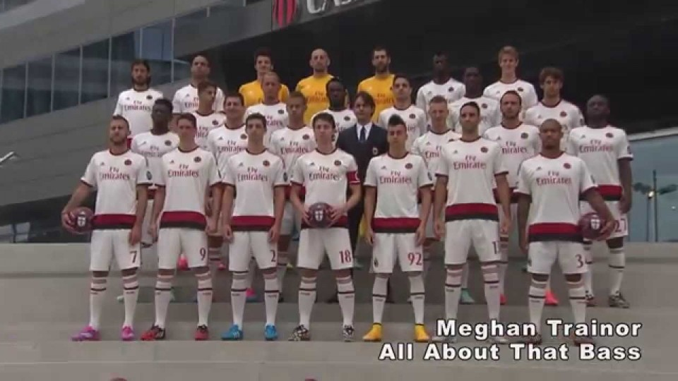 A special shooting for a special jersey | AC Milan Official