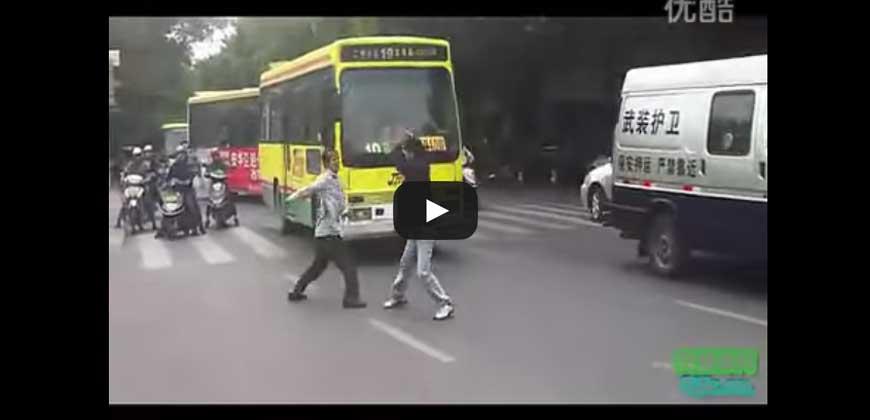 Video shock ! China, litigano a colpi di coltello