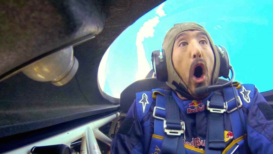 Steve Aoki's Crazy Aerobatic Flight with Kirby Chambliss