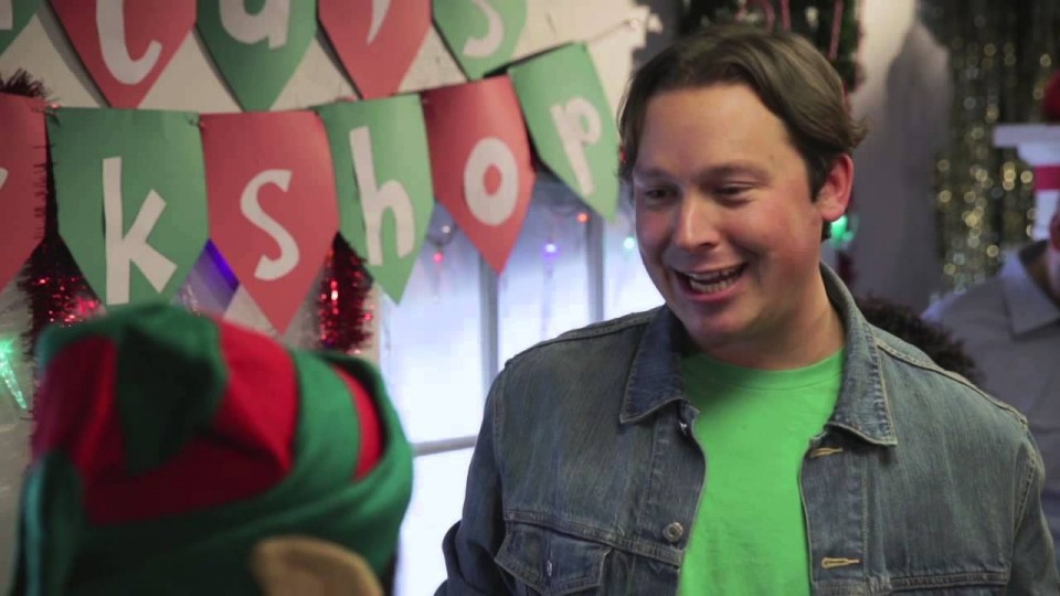 Elf Has An Awkward Encounter With a '90s Mall Guy | Waiting For Santa | PEOPLE