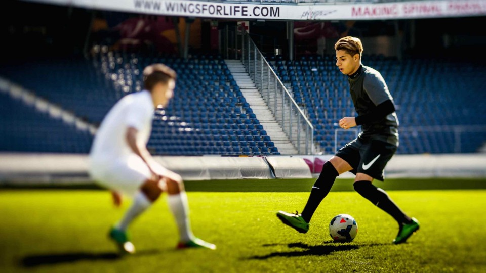Hachim Mastour plays FIFA 14 – Player vs. Gamer