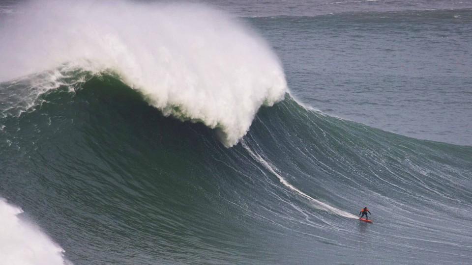 Surfing XXL Waves in Nazaré