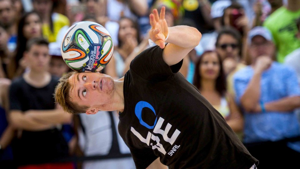 World Champion Freestyle Footballer Andrew Henderson
