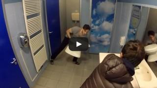 Situazioni imbarazzanti in bagno – il ladro di cessi.