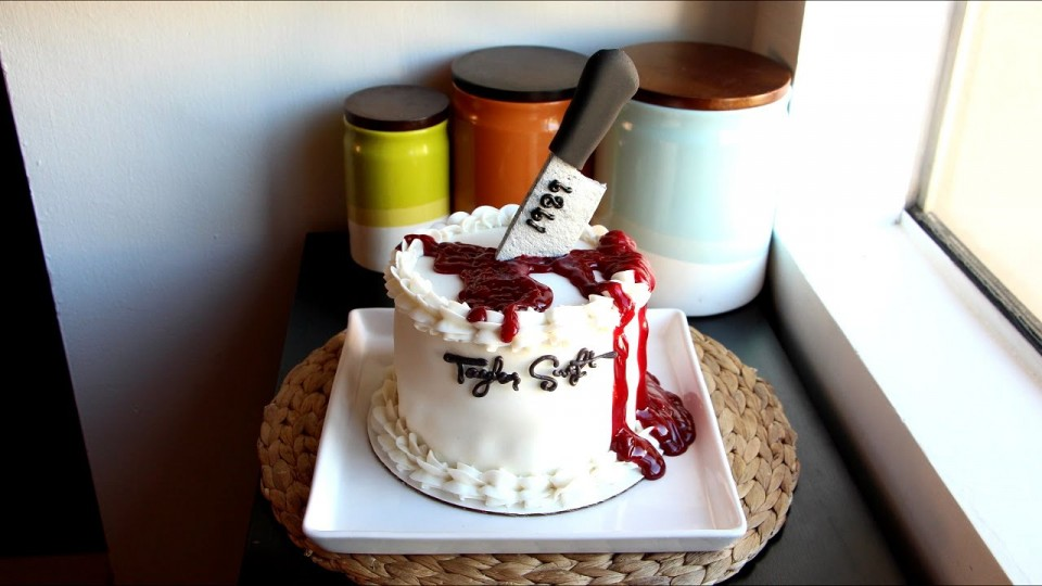 How To Make A Cake Dedicated to Taylor Swift's 'Blank Space' Video | PEOPLE