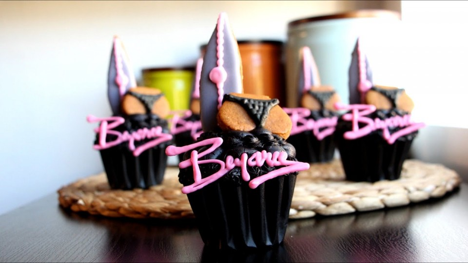 Learn How to Make This Beyonce 'Drunk in Love' Cupcake #Bootylicious   PEOPLE