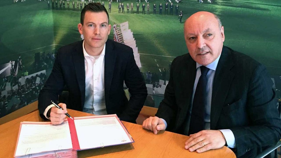 Lichtsteiner e la Juventus ancora insieme – Lichtsteiner and Juventus, the story continues