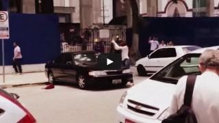 Moglie tradita distrugge l'auto del marito