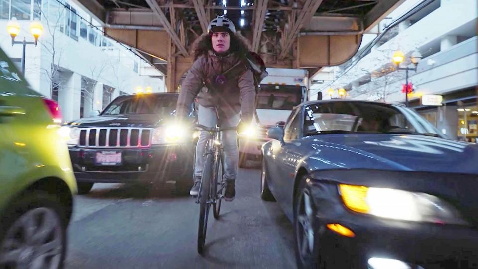 Nico VS Taxi – Bike Messenger Races Taxi Across Chicago