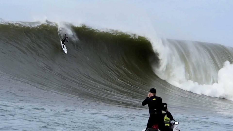 Surfing Mavericks in Heavy Conditions