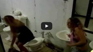 Il  WC umano, assolutamente da provare