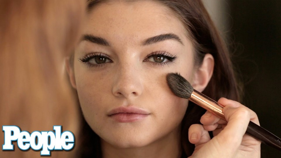 How It's Done: Contouring Your Cheekbones | Celeb Style | PEOPLE