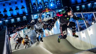 Ice Cross Downhill Battles in Belfast – Red Bull Crashed Ice 2015