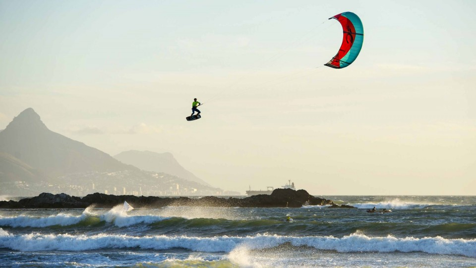 Kiteboarders get HUGE air in South Africa – Red Bull King of the Air 2015