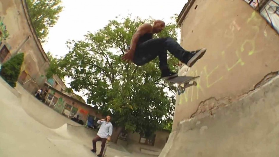 Berlin Skate Session on DIY Features