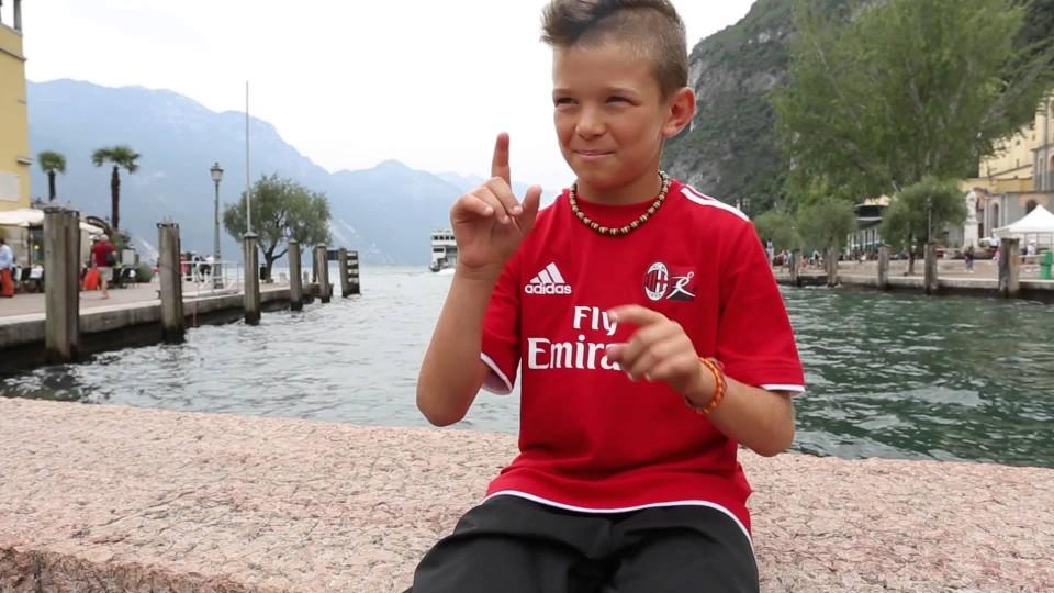 Giocare insieme, parlare la stessa lingua    AC Milan Official