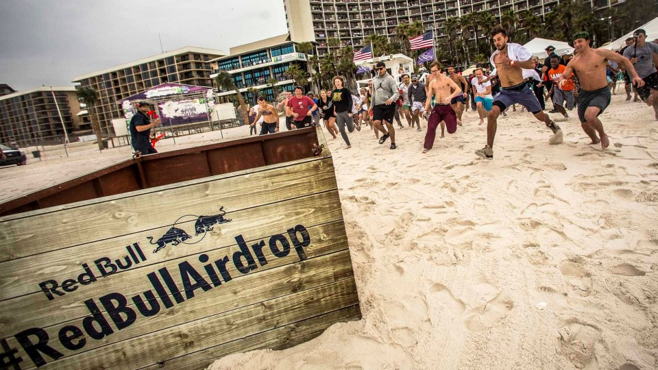 Helicopter Delivers Surprise Crate to Spring Breakers – Red Bull Air Drop