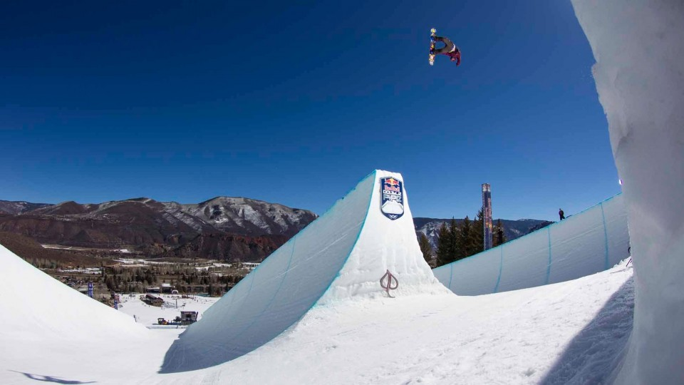 Snowboard Contest on Massive Twin Superpipes – Red Bull Double Pipe