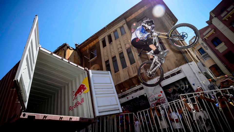 Urban DH Mountain Biking in Chile – Red Bull Valparaiso Cerro Abajo 2015